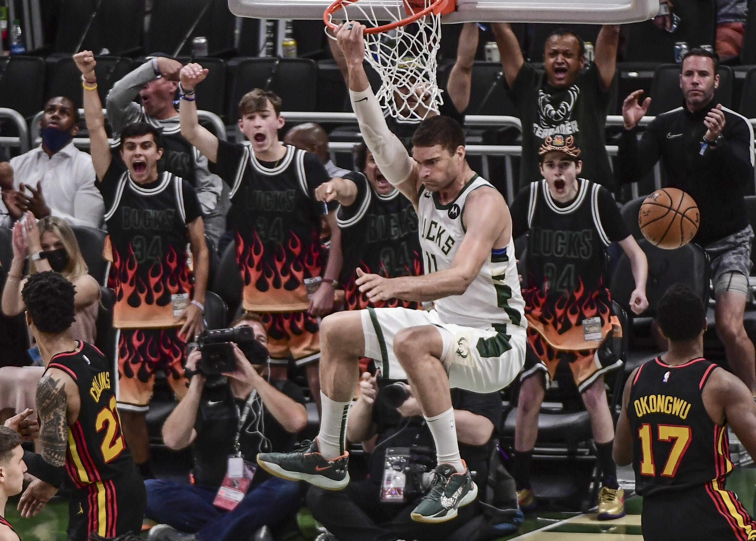 Other Bucks step up, Milwaukee takes Game 5