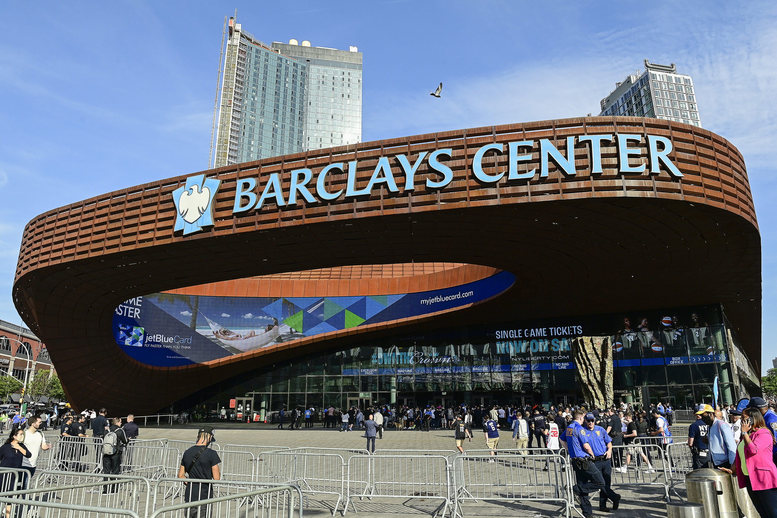 Barclays Center briefly closes as demonstrators protest New York's vaccine mandate outside