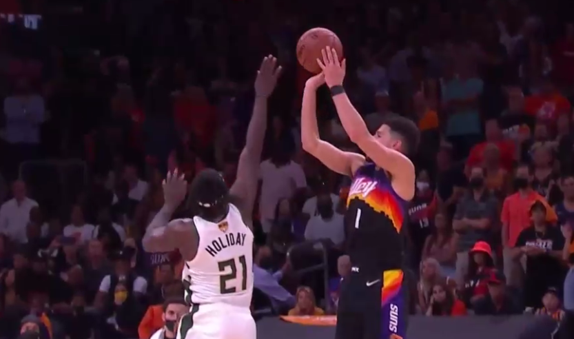Devin Booker hits the deep 3-pointer