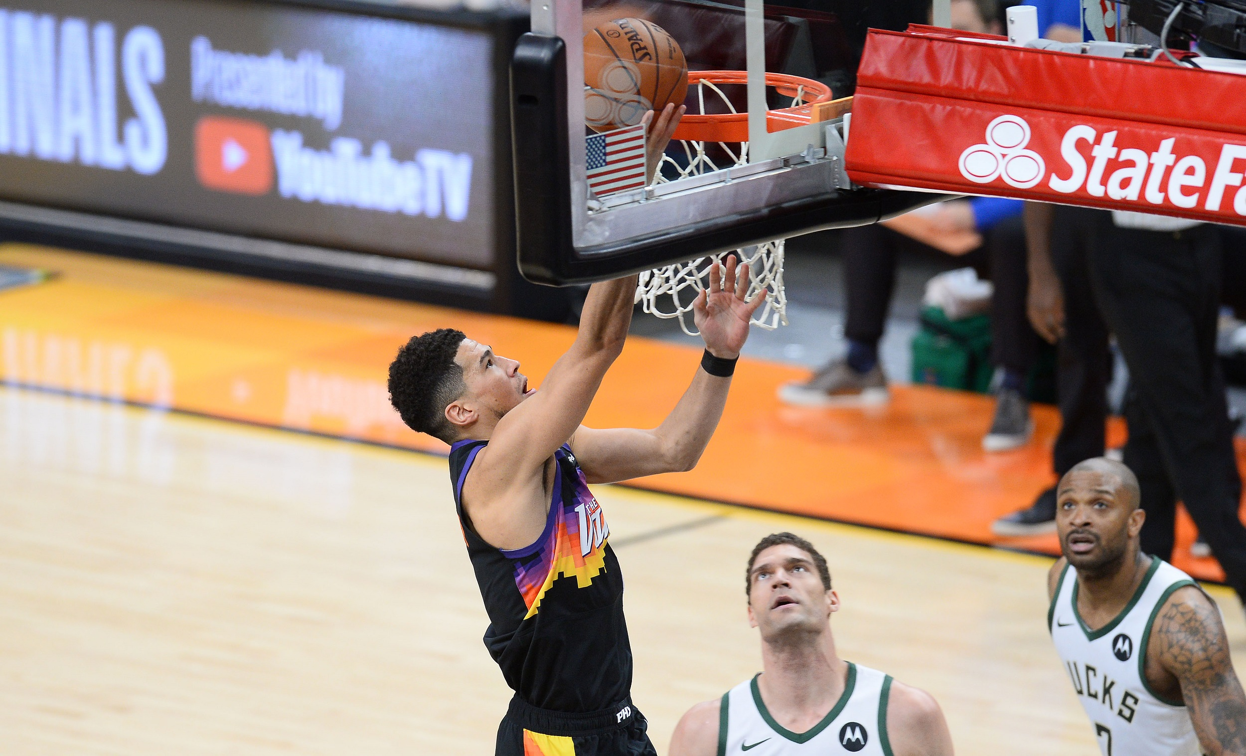 Devin Booker scores on the drive