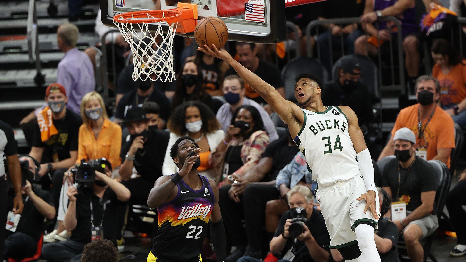 Giannis Antetokounmpo Posts 20 points & 17 rebounds vs. Phoenix Suns