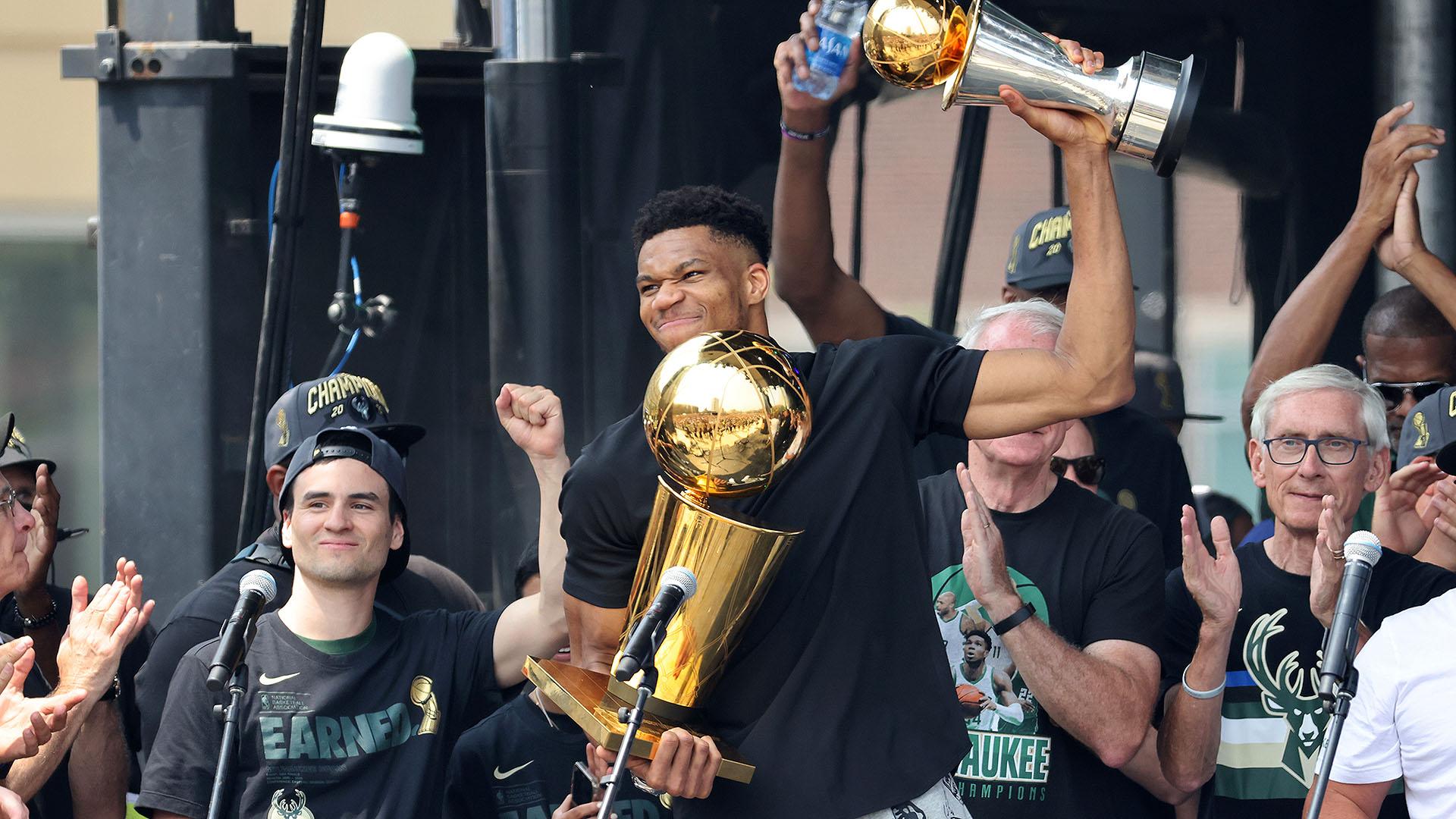 Party time! Bucks, fans celebrate 2021 NBA title