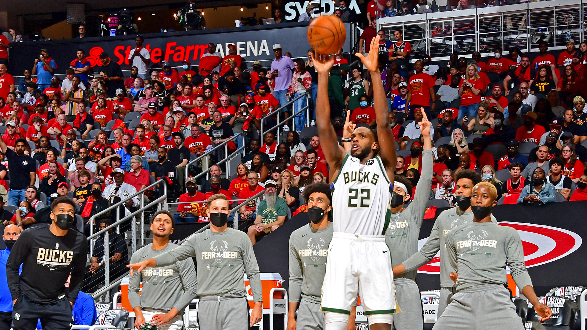 Khris Middleton's 3rd-quarter flamethrowing sends Bucks to The Finals