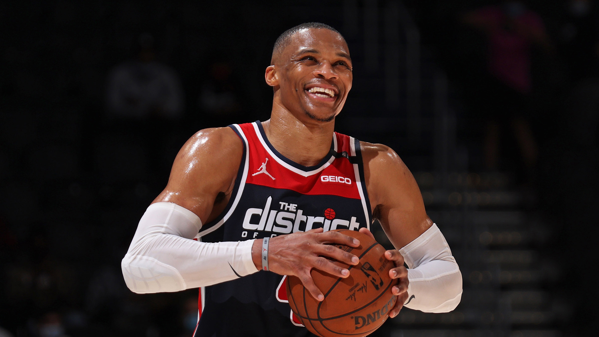 Reports: Westbrook going to Lakers in blockbuster trade
