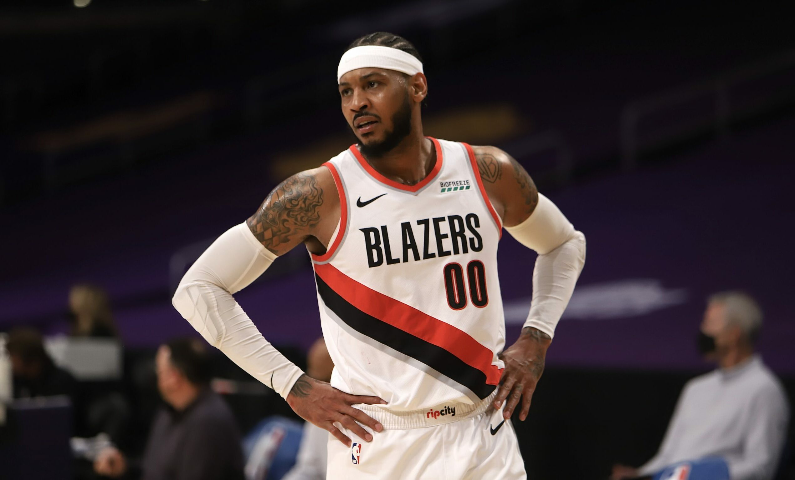 Carmelo Anthony announces he's signing with the Lakers