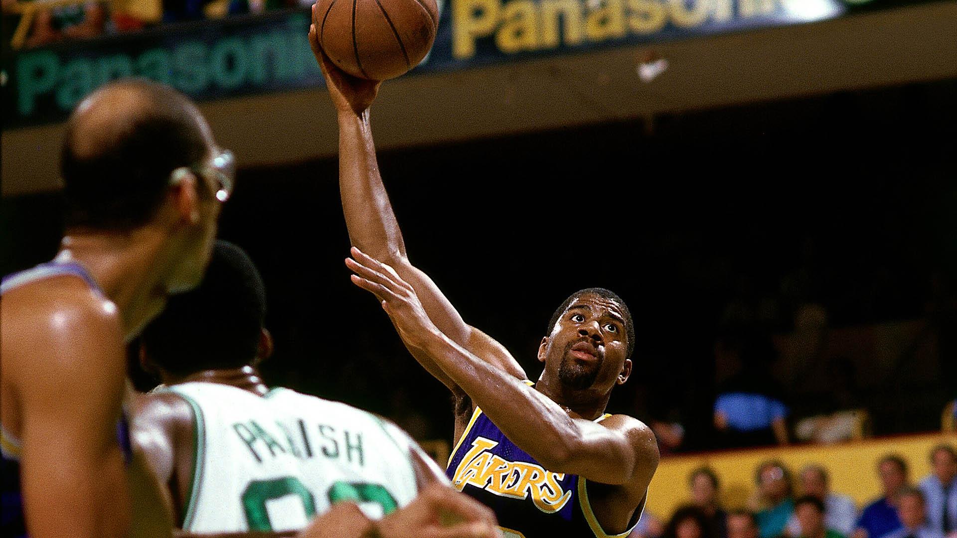 Top Moments: Magic's 'junior sky hook' lifts Lakers over Celtics