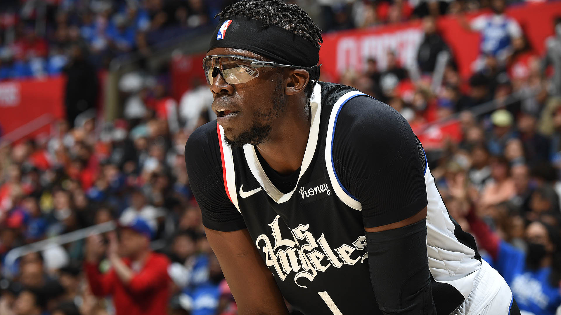 Reggie Jackson officially re-signs with Clippers
