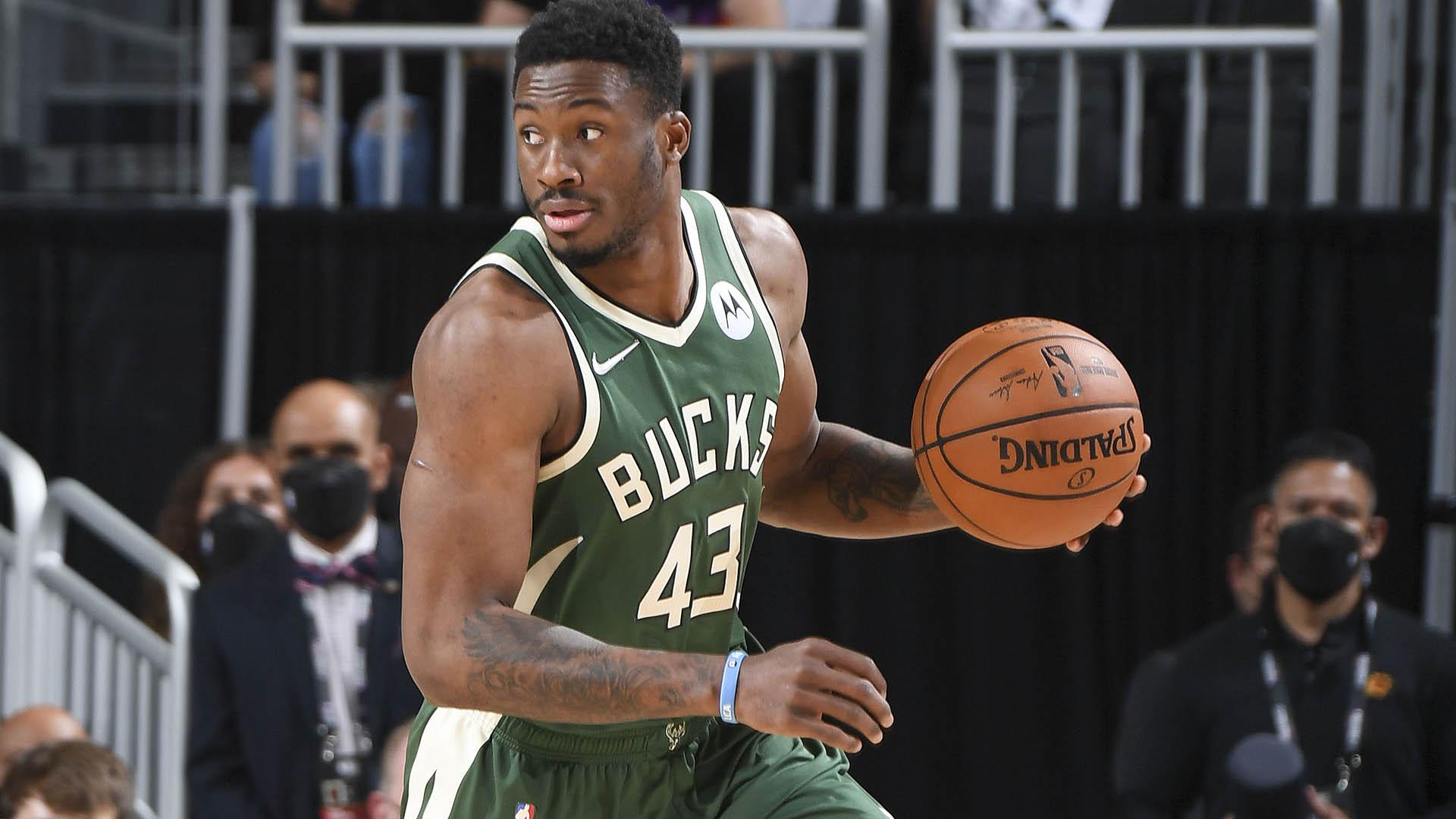 Thanasis Antetokounmpo re-signs with Bucks