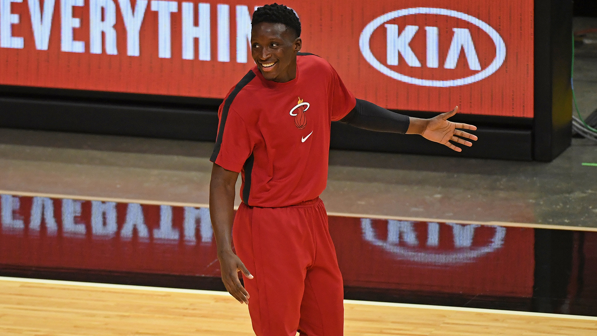 Reports: Victor Oladipo reaches deal to stay in Miami