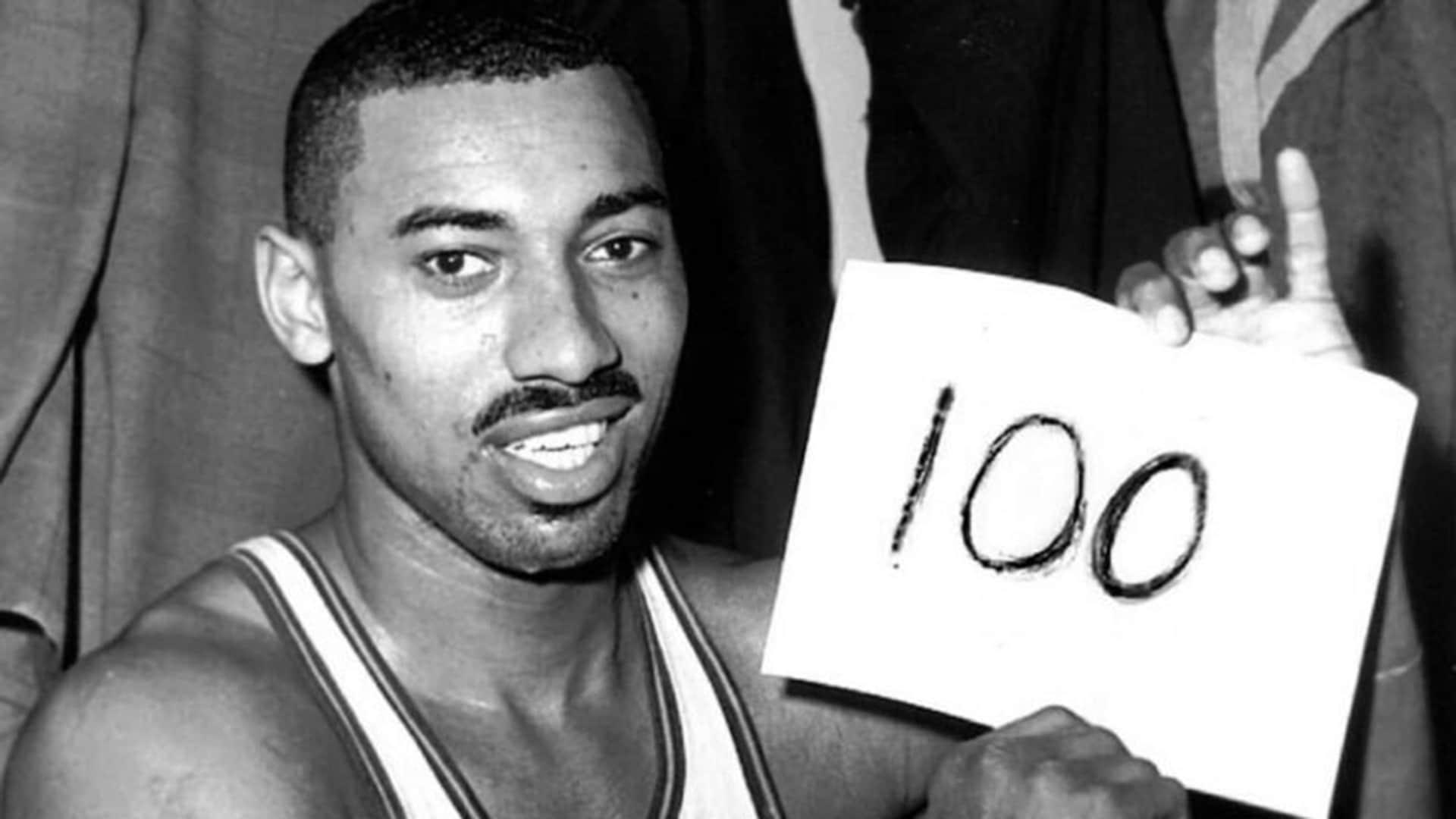Top Moments: Wilt Chamberlain scores 100 in 1962 game vs. Knicks