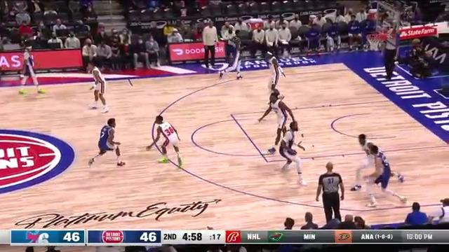 Jerami Grant with the fast break and euro layup