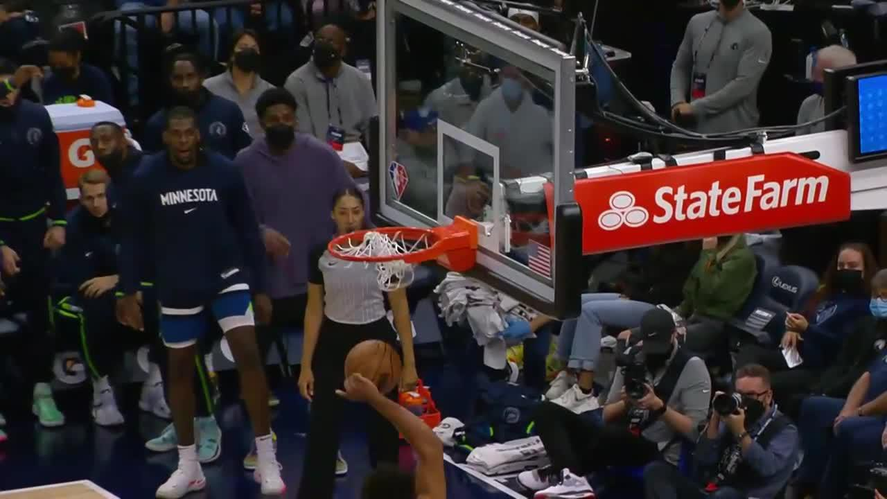 Karl-Anthony Towns with the huge dunk!