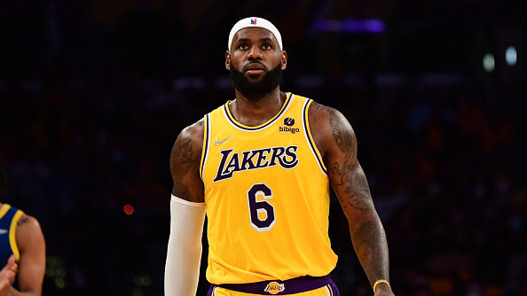 LeBron James (sore ankle) sits as Lakers outlast Spurs in OT
