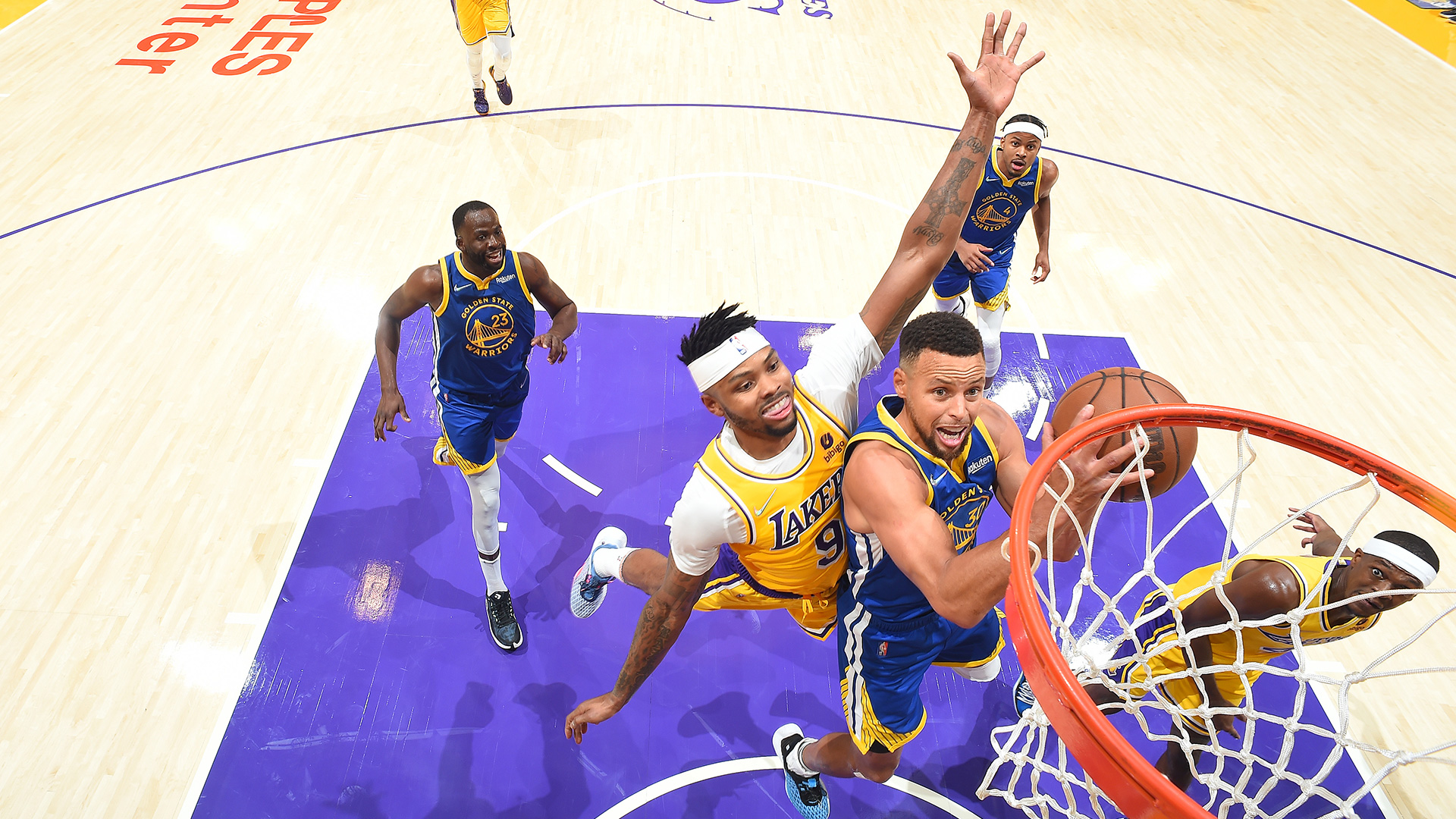 Curry's triple-double powers Warriors past new-look Lakers