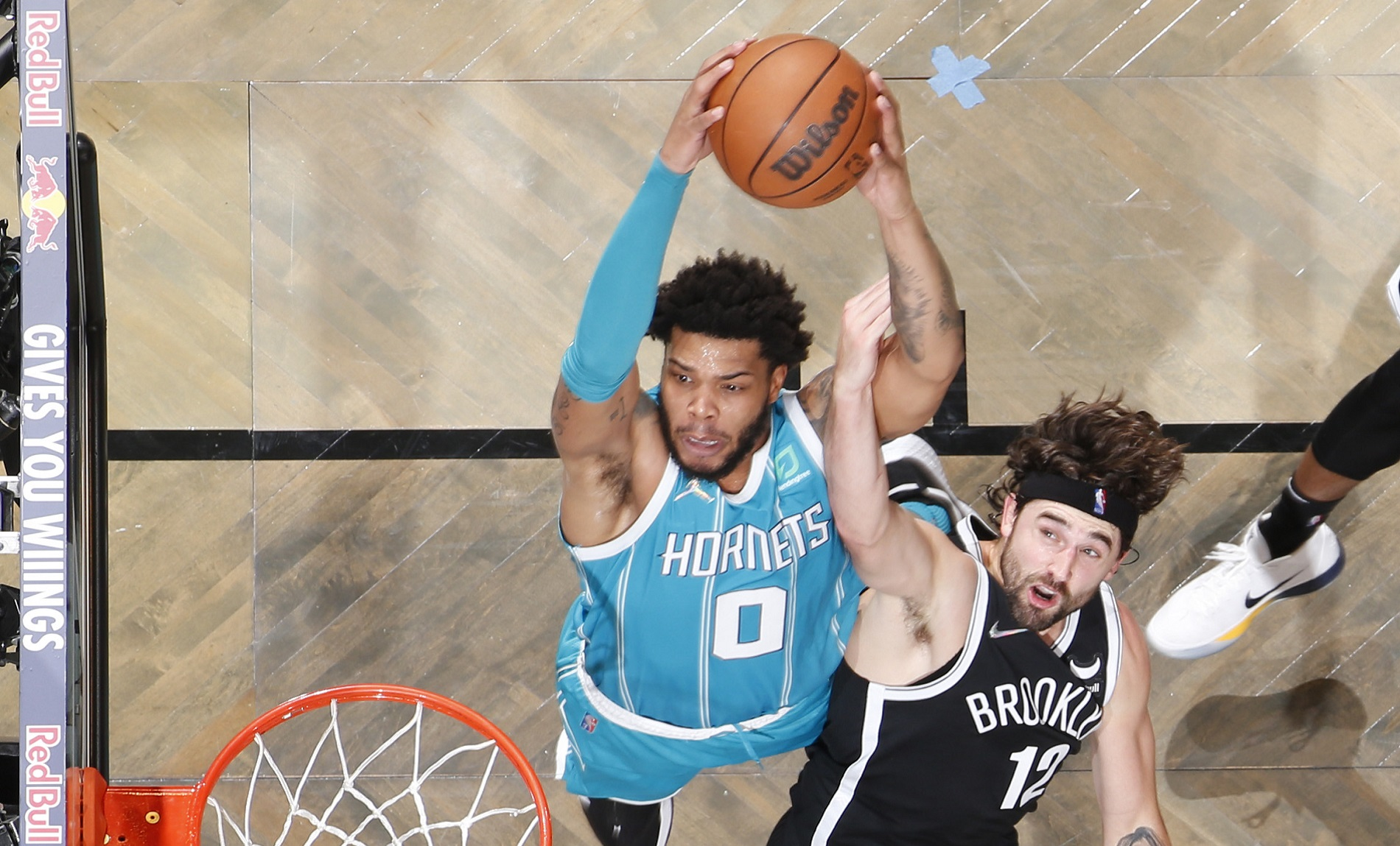 Hornets dominate 4th quarter to cruise past Nets