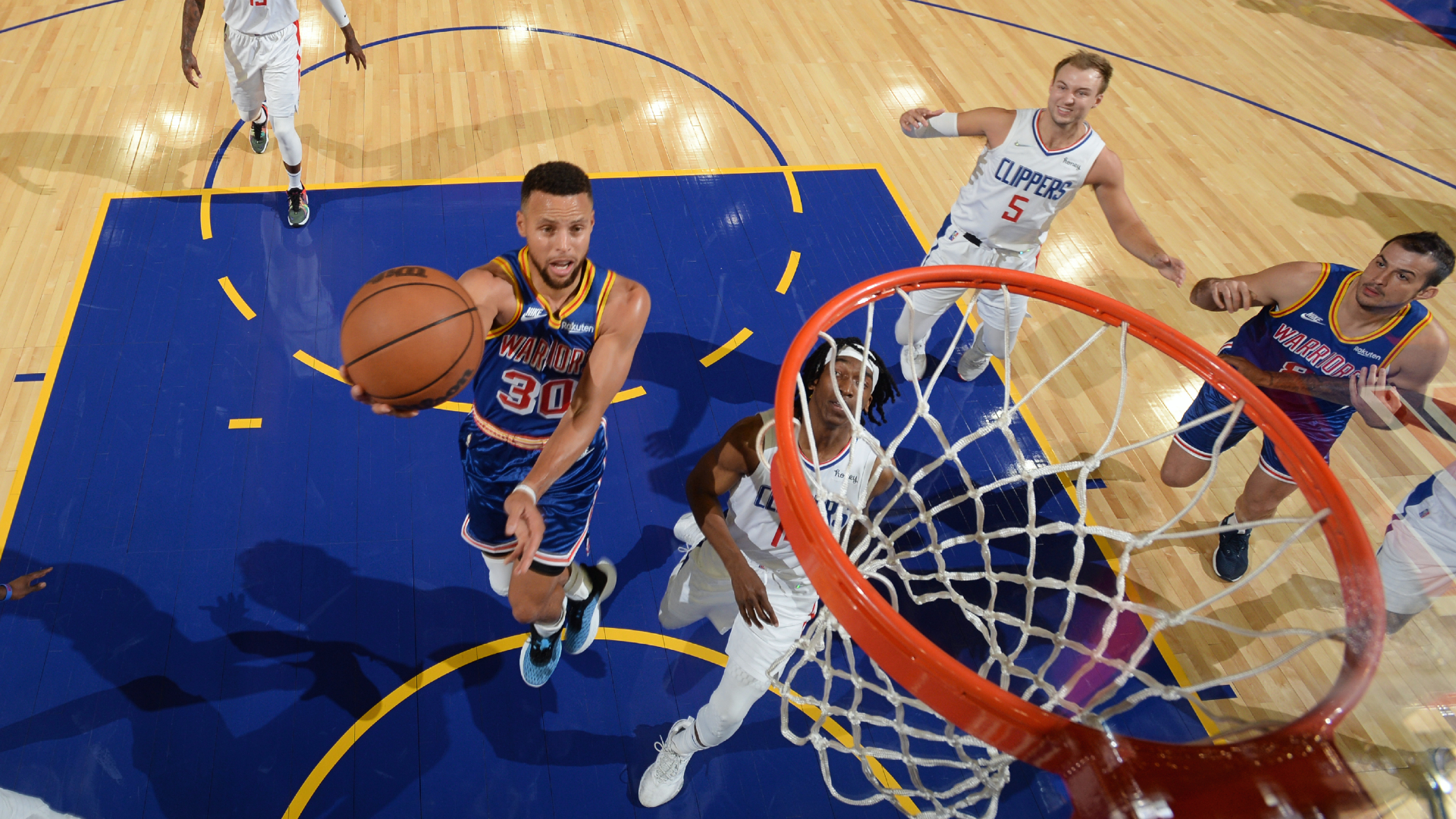 Curry scores 25 in 1st quarter as Warriors host Clippers