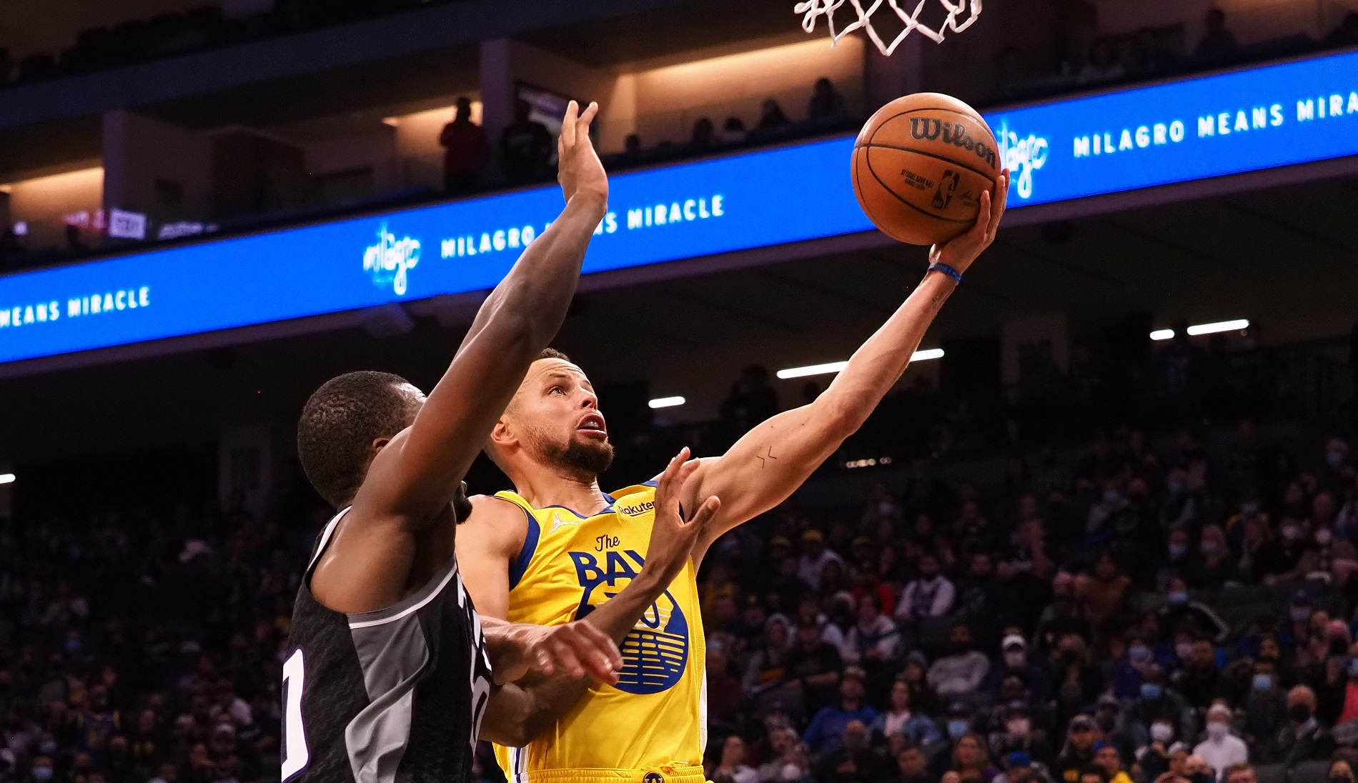 Warriors improve to 3-0 with strong finish against Kings