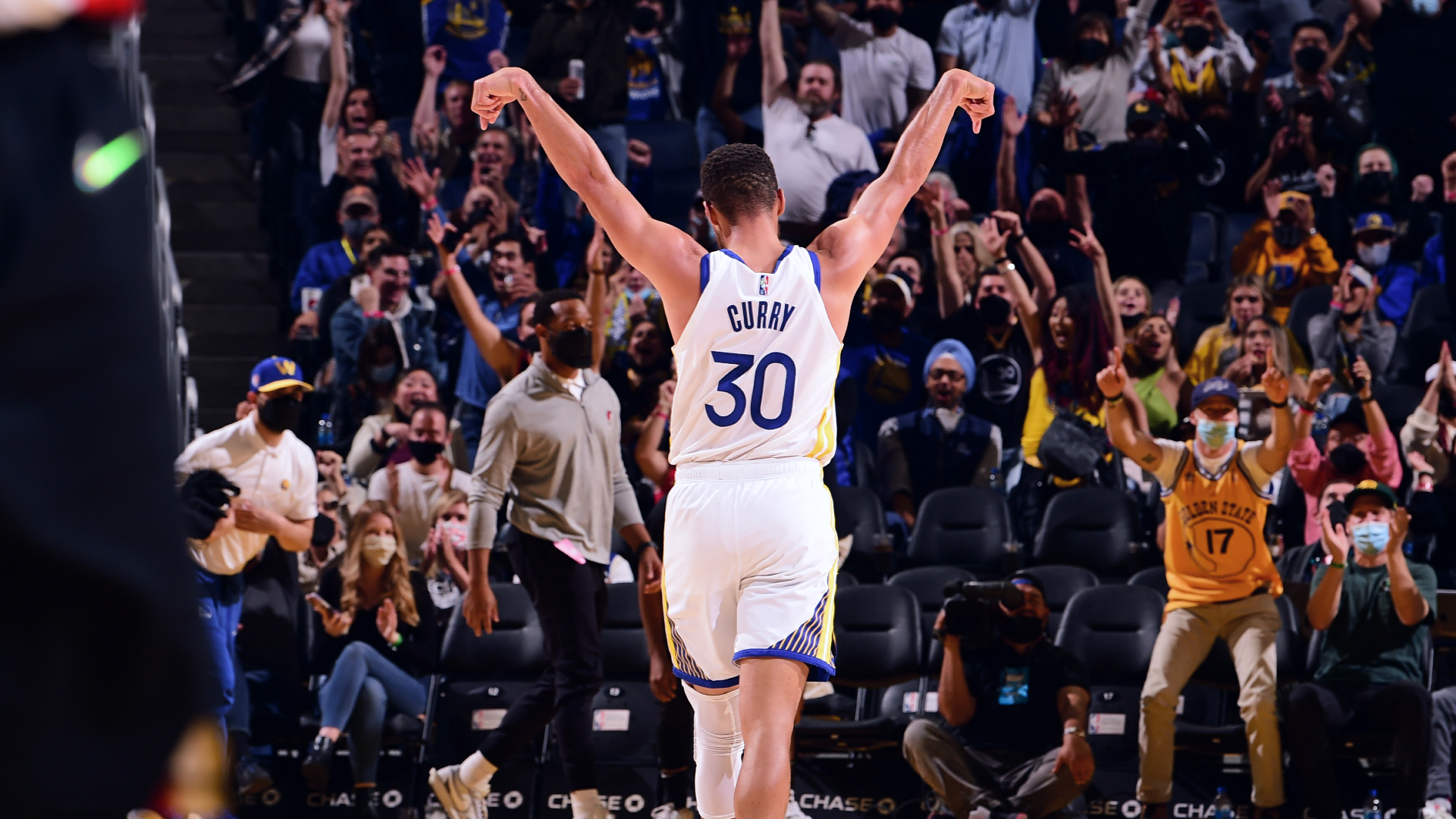 Midseason form: Curry shreds Blazers in preseason finale