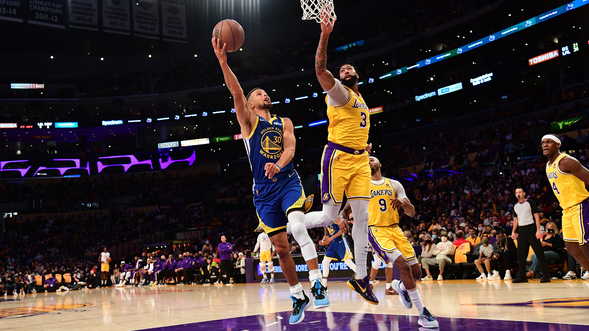 Curry, Warriors take over late to drop new-look Lakers