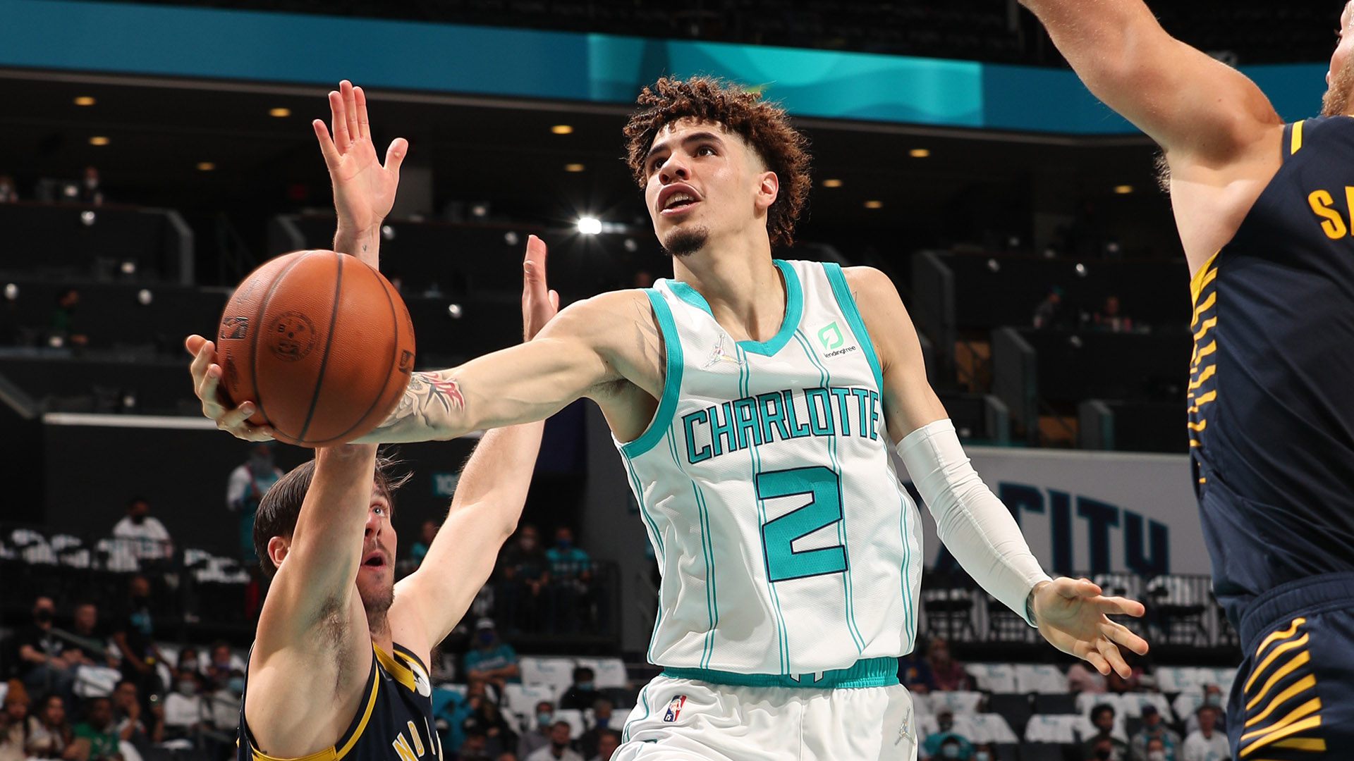 Hornets hold off Pacers in thrilling season opener