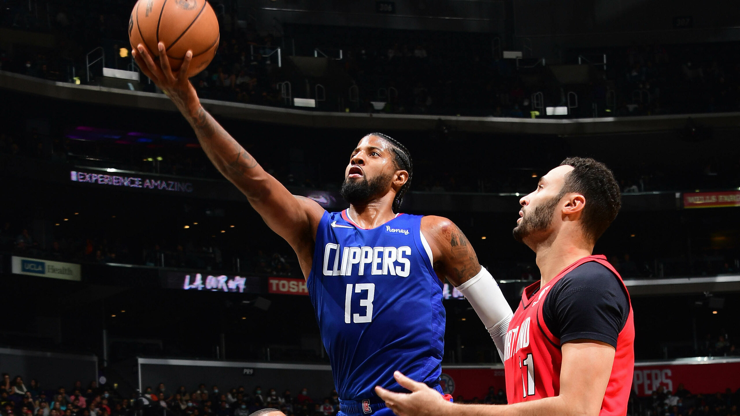 Clippers cruise past Blazers, nab 1st victory