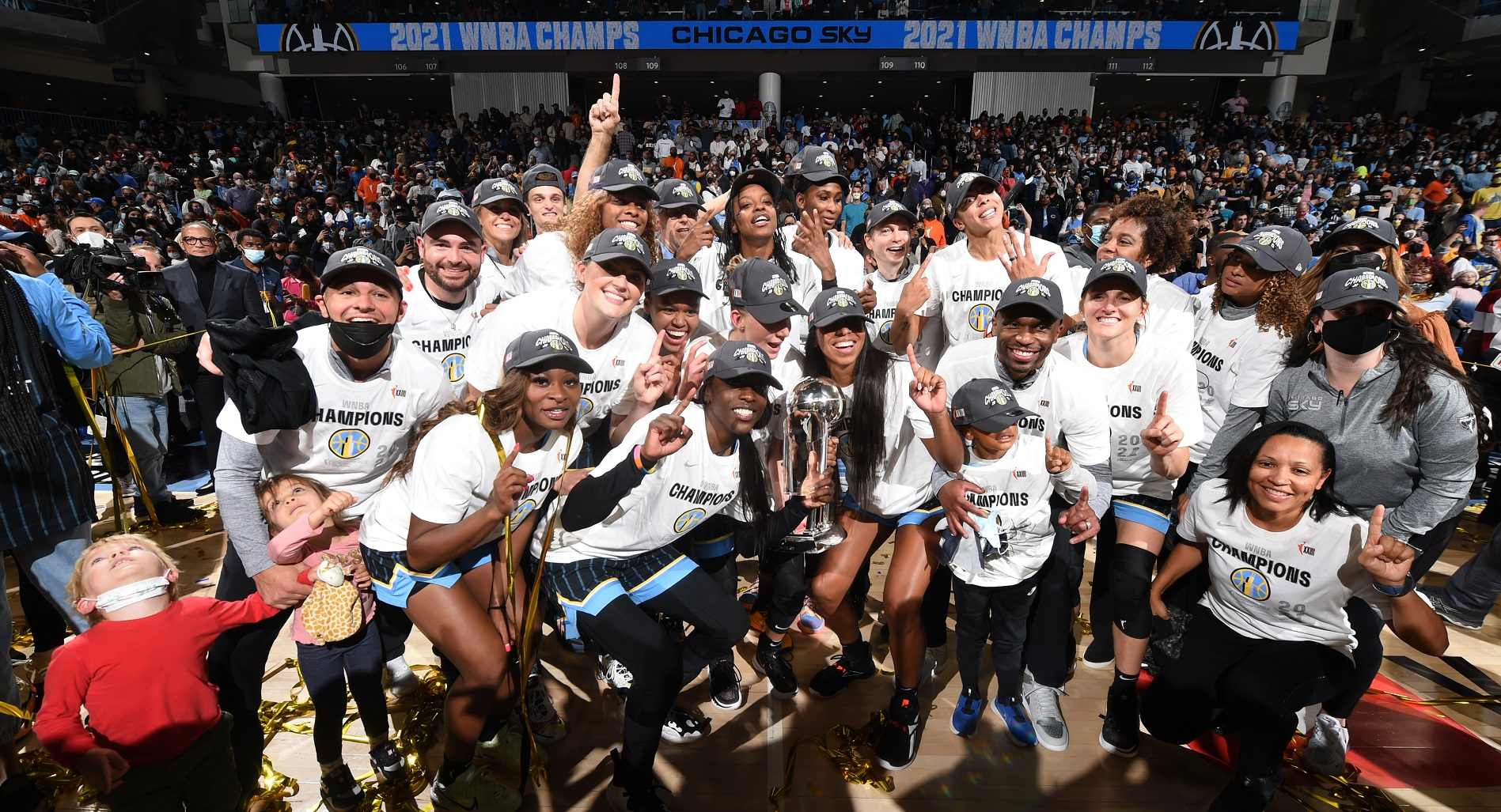 Parker helps Sky rally past Mercury for 1st WNBA title