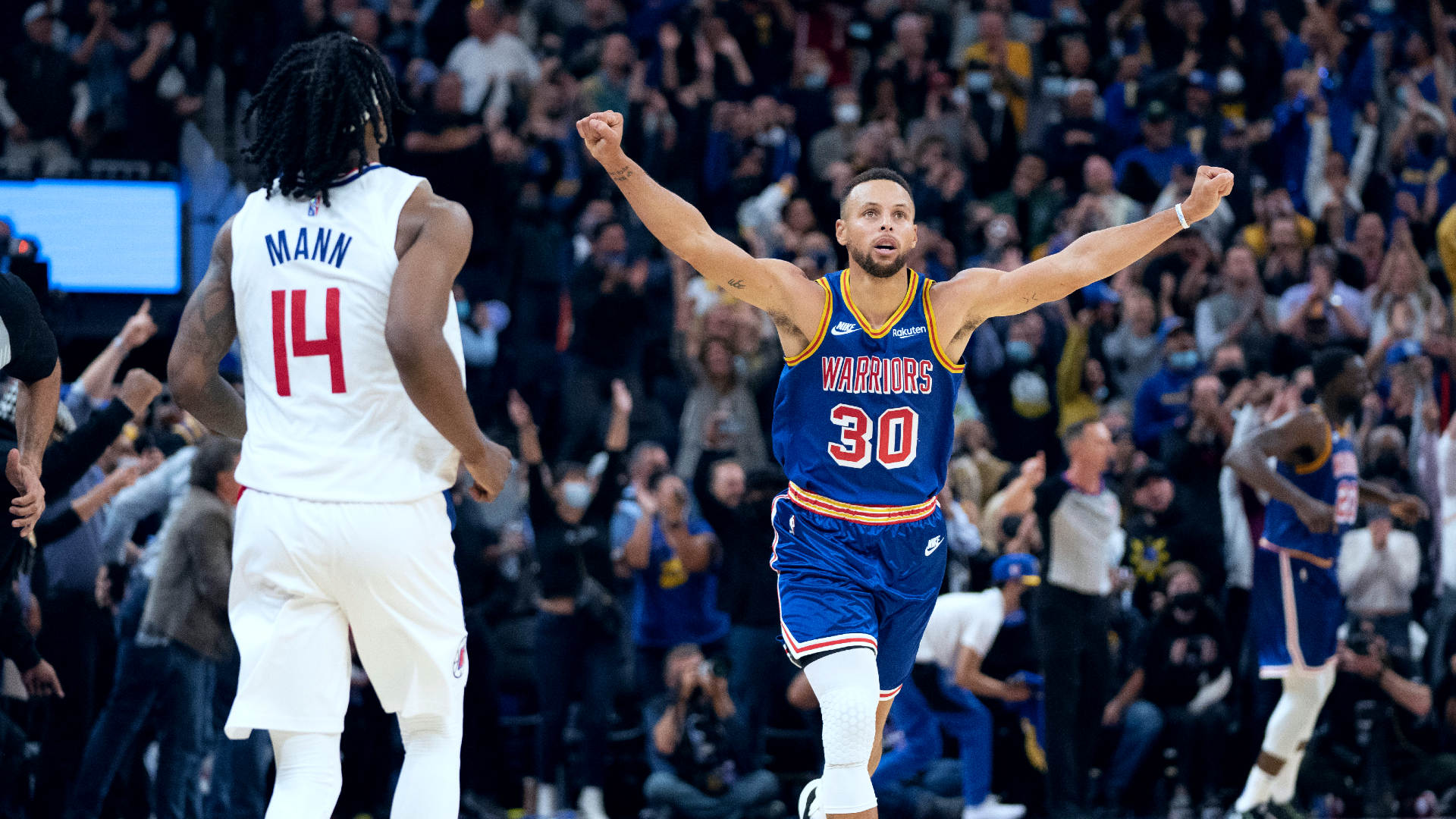Curry drops 45 on Clippers as Warriors win home opener
