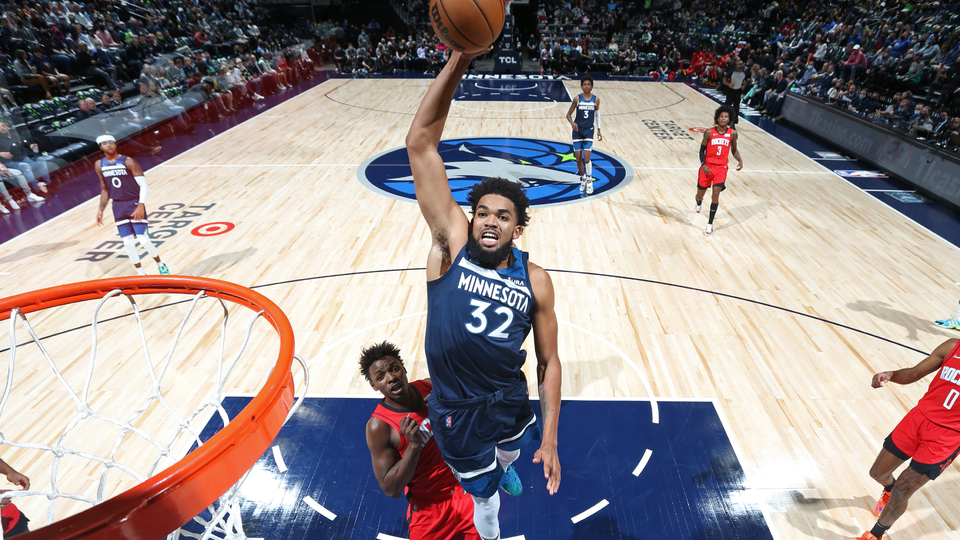 Karl-Anthony Towns' coast-to-coast drive ends with massive dunk