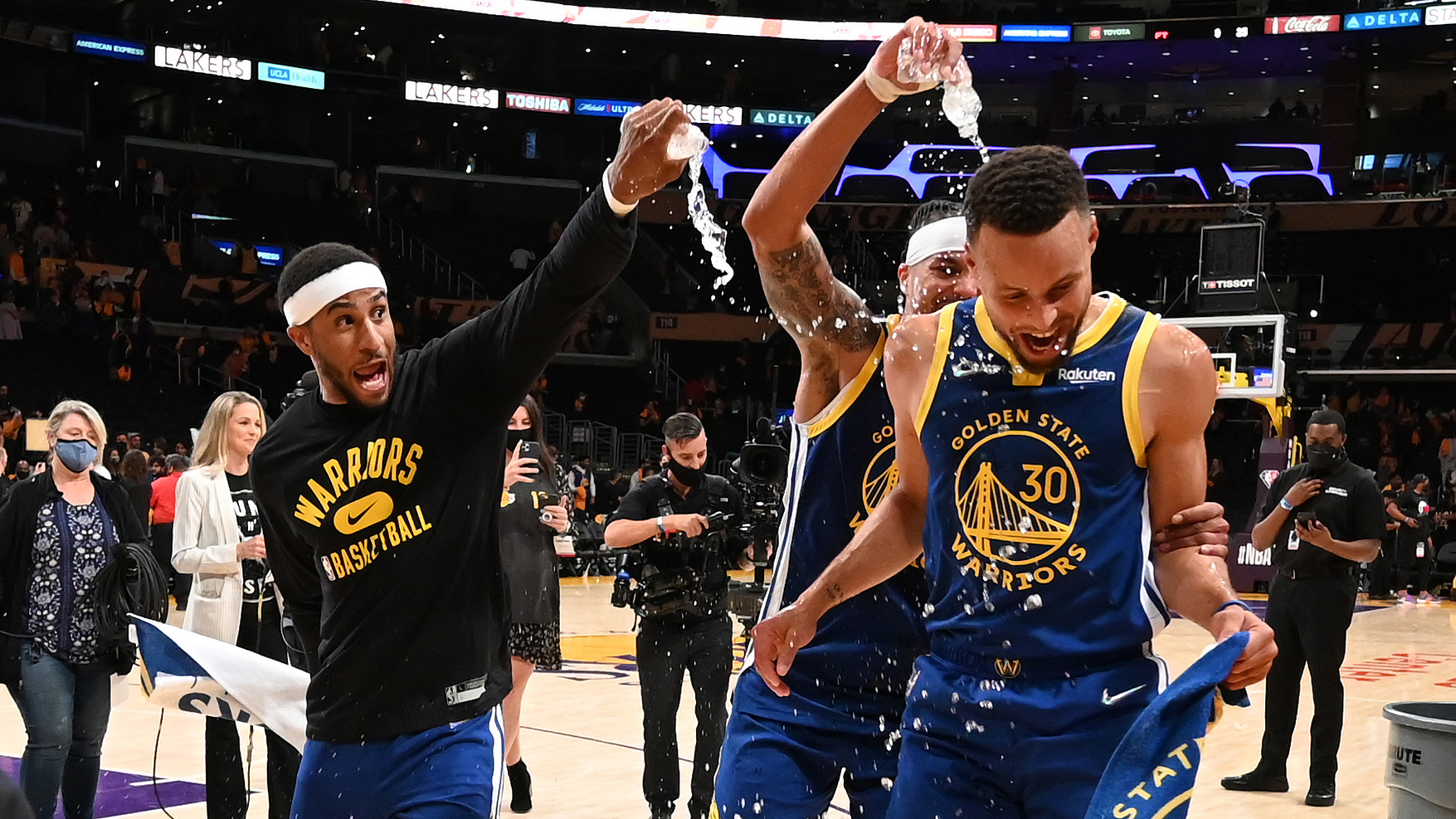 Curry's triple-double spoils new-look Lakers' debut